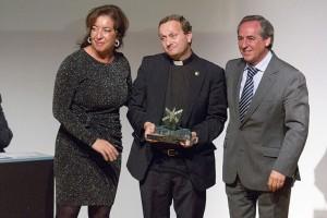 Entrega de uno de los galardones empresariales a Quillo. Foto FEDETO